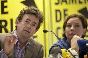 Bert van Boggelen tijdens de gezamenlijke persconferentie vakcentrales over AOW
